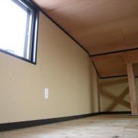 小屋裏物置(オプション)屋根通気層を附けてあります。