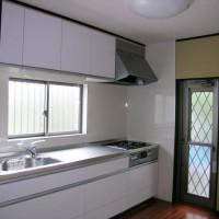 標準仕様のキッチンセット、基準はガスコンロですがIHヒーターエコキュートでオール電化も選べます。