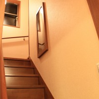 階段途中の飾棚
