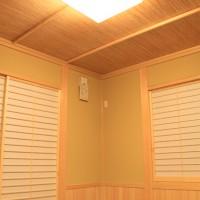 和室はリビングと解放して使えるように腰壁を付けて洋間と一体感を演出しました。
