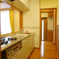 通路がキッチン作業場になります。スペース効率が高いです。