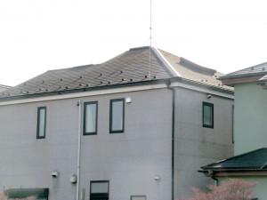 お隣の家が2棟目です。天窓が特徴です。 防湿シートにコンクリート打ち(150mm)仕上げでした。
