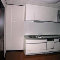 階段を回り込んでキッチンの目開くしとした現代の間取りの先取り。