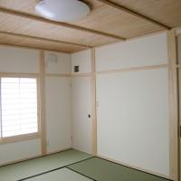 2階和室…無垢薩摩ヨシ天井です。